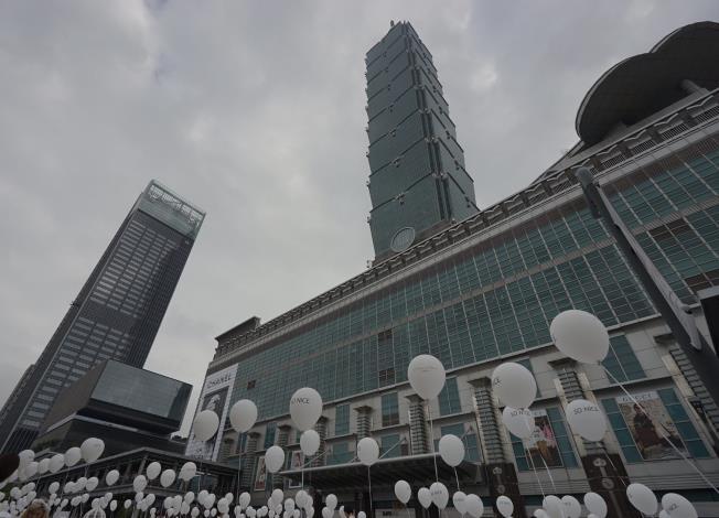 照片14.白色野餐在101大樓北方廣場舉行[開啟新連結]