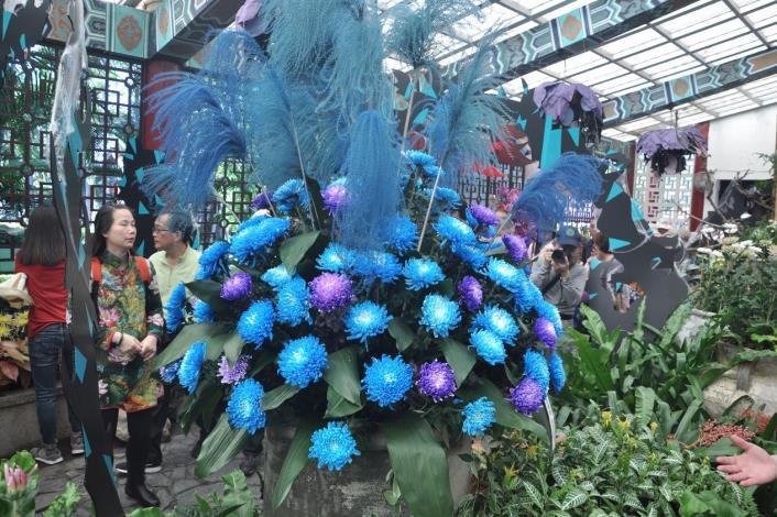 圖9.新蘭亭內以染色菊呈現「沈睡魔咒~睡美人的荊棘森林」。[另開新視窗]