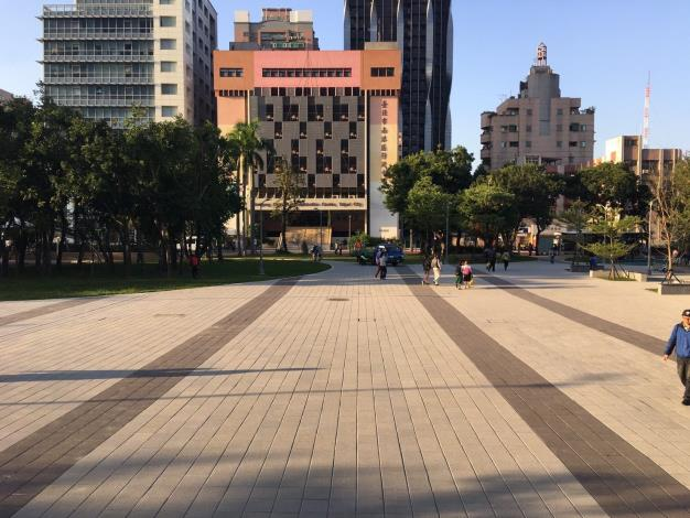 照片1.縫合後的站前廣場空間,開闊、明亮