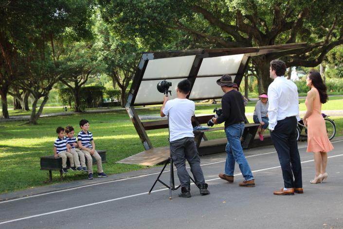 圖6、民眾在園區內拍攝全家福.JPG