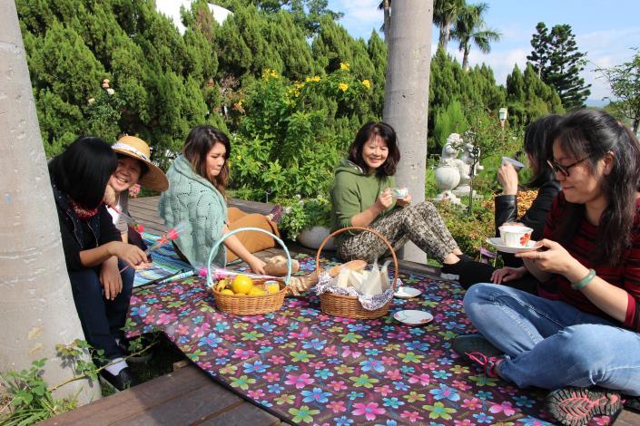 一家人和樂融融享用美味餐點.JPG