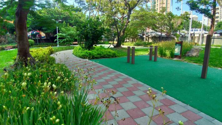 照片12  榮富公園新設步道與體健設施區[開啟新連結]