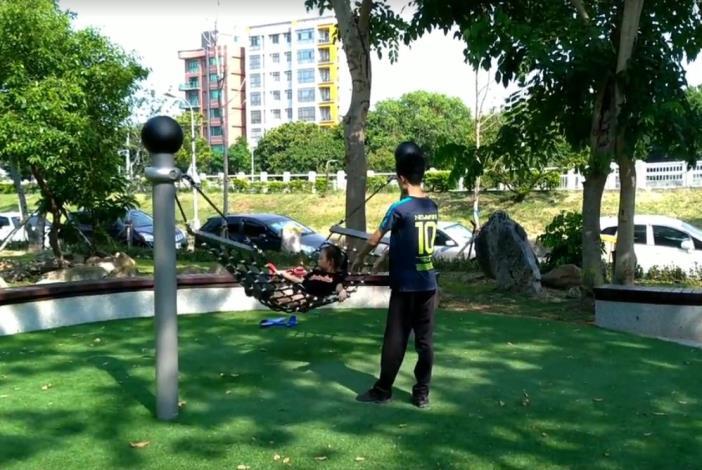 照片6榮華公園兒童遊戲場吊床設施[開啟新連結]