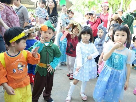 圖10. 親子盛裝打扮參加森林大遊行