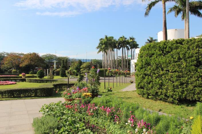 圖2、相當有歐式風格的花園.JPG[開啟新連結]