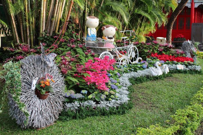圖2.園區內節點花藝設計展現新春熱鬧氛圍.JPG[開啟新連結]