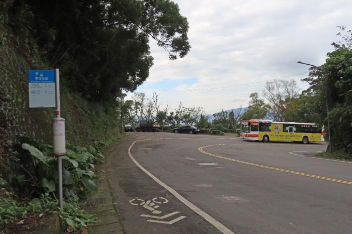 (圖6) 搭公車在「雙溪社區站」下車後往後方的小綠地走去有不同的展望[另開新視窗]