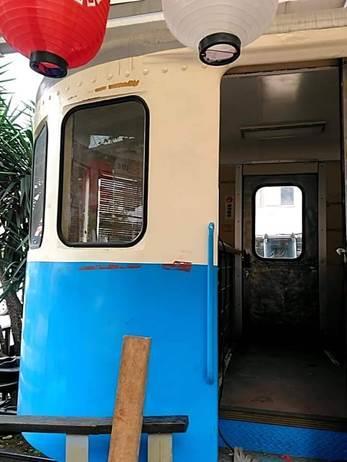 圖2.懷舊廣場火車頭車窗玻璃修復[開啟新連結]