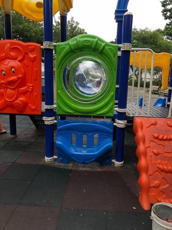 圖1.已完成社正公園兒童遊戲場採光罩破損修繕