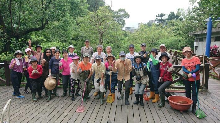 圖4、 榮星花園公園生態守護志工隊工作前的全體合影。