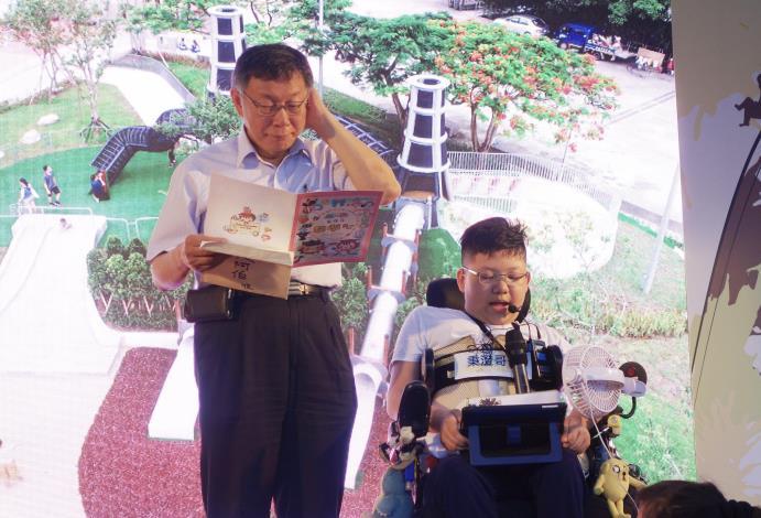 照片23. 華山大草原童樂會-小朋友感謝市府團隊