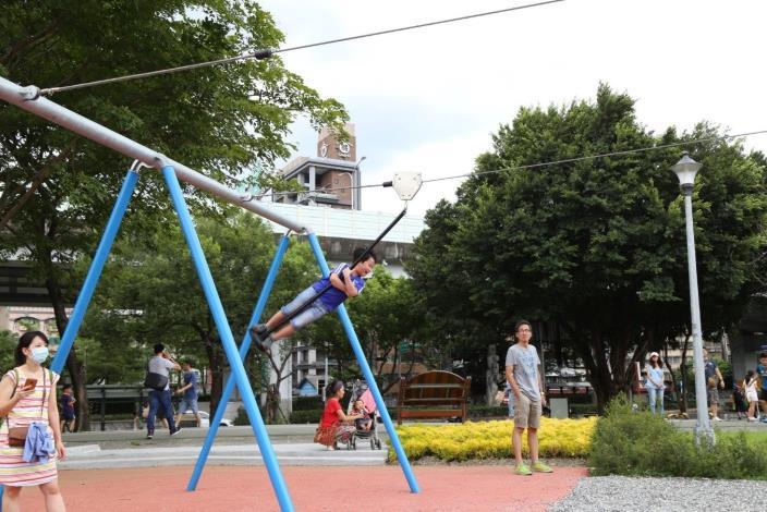 照片13. 極限滑索融合高度與速度的享受,是大孩子的最愛