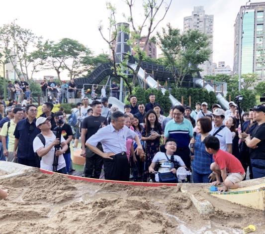 照片25. 華山大草原水沙世界身障小朋友導覽示範