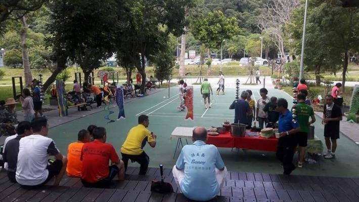 照片08:至善公園-羽球場更新及周邊座椅設置,讓賽者與觀者同盡興。