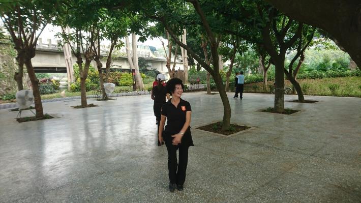 照片12:至善公園-土風舞廣場,綠蔭環繞,健康快樂又有氧!