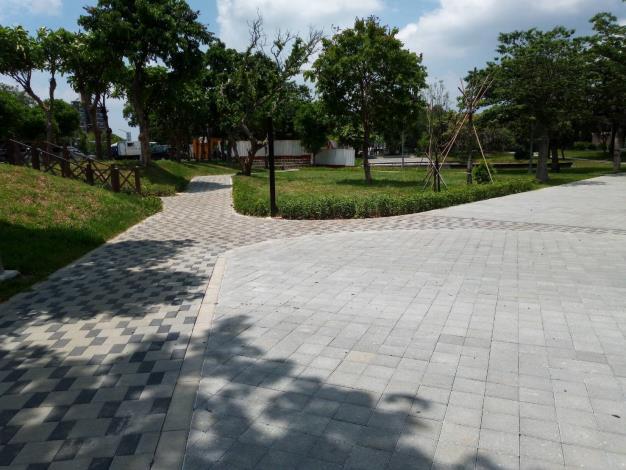 照片13:至善公園-透水鋪面兼顧基地保水。