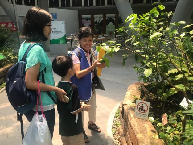 圖4. 活動當天有安排志工老師進行植物解說(莊淳青拍攝)