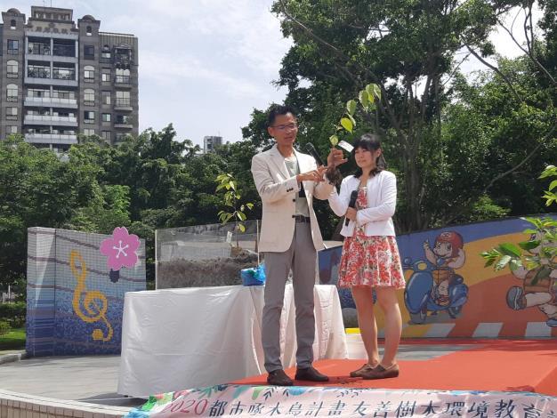 圖八_由大安森林公園之友基金會陳鴻楷副執行長分享櫻花種植撇步