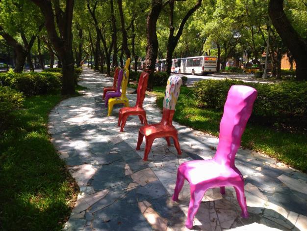 (圖4) 傢具椅全新彩繪創作