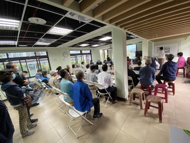 圖三 說明會民眾聆聽公園未來規劃
