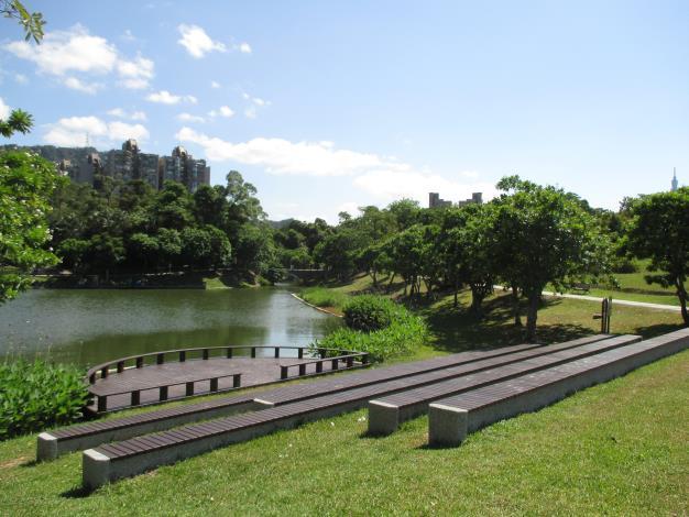 照片3-南港公園更新工程水岸舞台