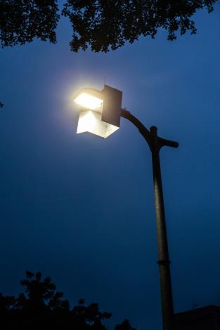 4 LED燈加裝遮光板