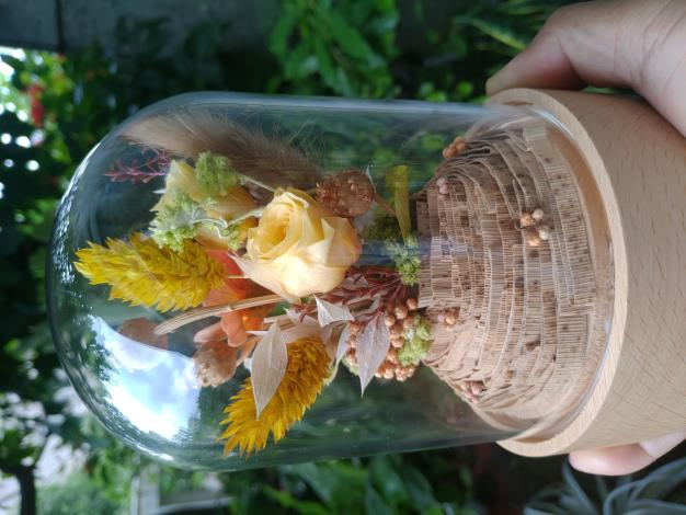圖1、參加線上活動就有機會獲得浪漫的永生花玻璃盅!