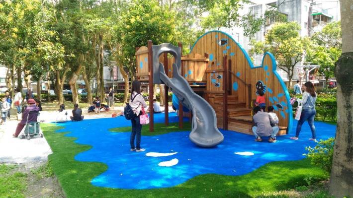 玉成公園遊樂設施共4張