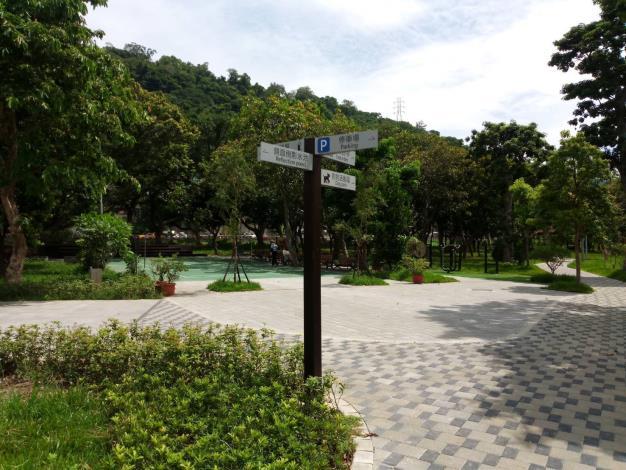 羽球場旁步道