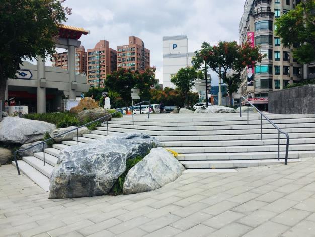 新北投站前廣場-景石、階梯及鋪面更新