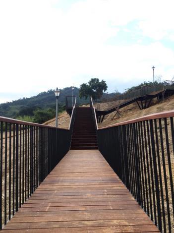 架高步道(木棧道)