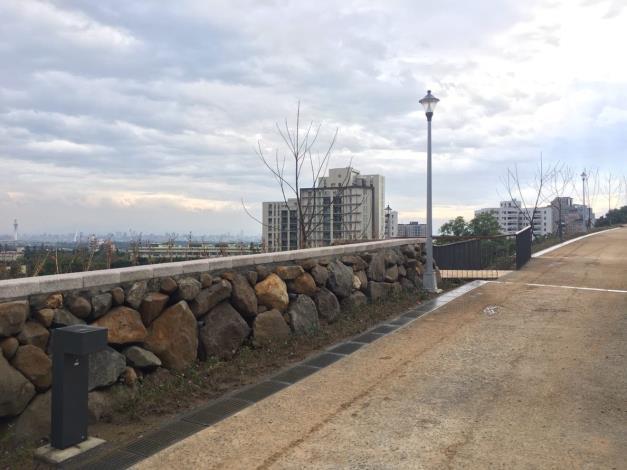 塊石擋土牆