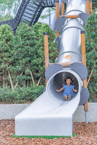 中央藝文公園-管狀滑梯