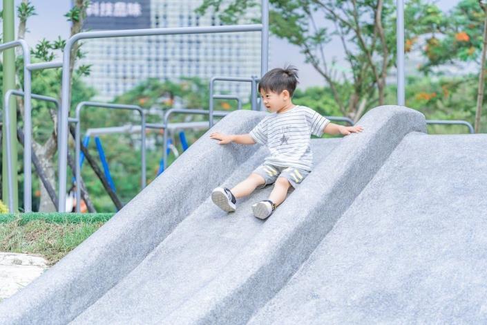 中央藝文公園-大坡面溜滑梯
