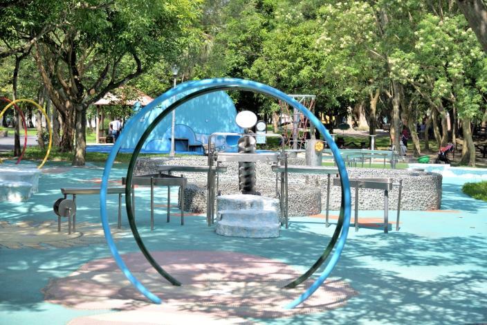 玉成公園-水渠道、水拱環設備