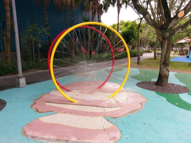 玉成公園-水拱環設備1