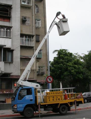 路燈維修-高空作業吊車