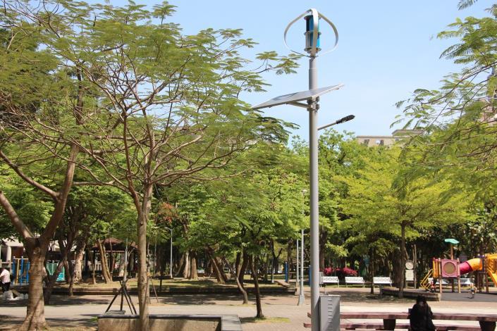8.松德公園風光互補路燈,和公園結合成美麗的風景。[開啟新連結]