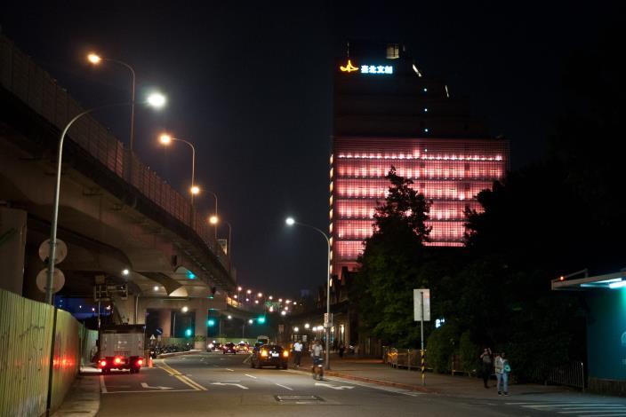 3.松菸文創園區的LED路燈市容更明亮[開啟新連結]