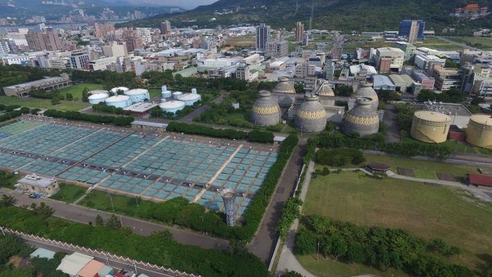 每日可處理132萬噸生活污水的八里污水處理廠節能減碳,以消化瓦斯取代電力乾燥污泥,年降低約7000公噸。