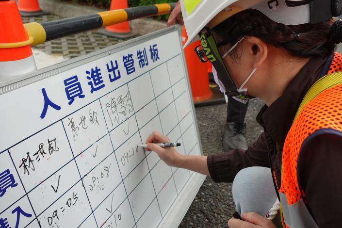 衛工處今(111)年已完成18場次的「局限空間危害預防教育訓練」.JPG