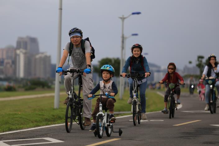 親子慢騎遊花海  音樂、DIY共度美好秋天午后