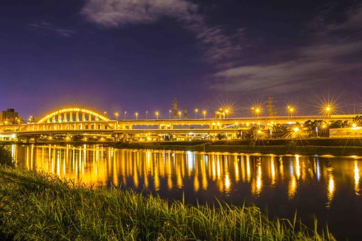 北市河濱夜騎 美景美食生態通通有