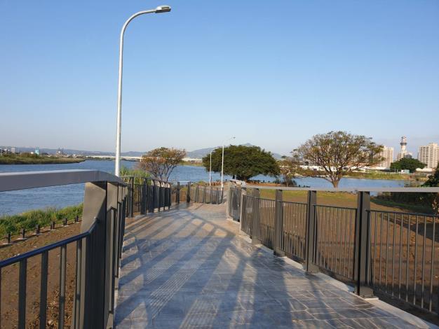 後港一號、二號橋可以遠眺基隆河和外雙溪匯流口的美景[開啟新連結]