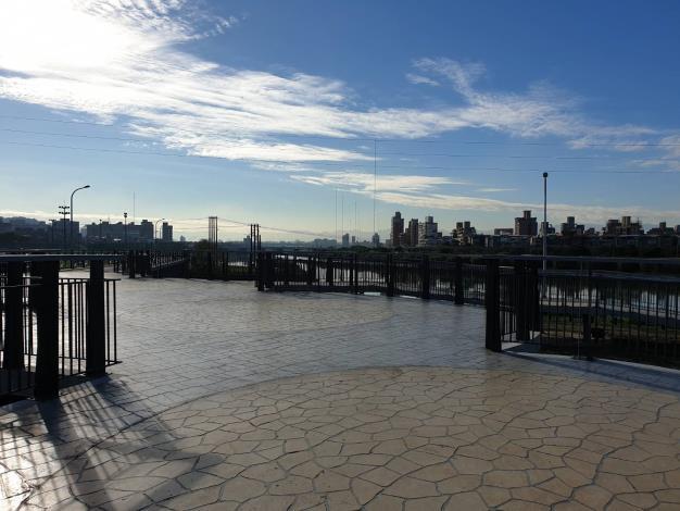 新建的景觀平台也成為民眾觀賞夕陽的絕佳景點[開啟新連結]