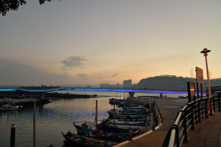 附近自行車道建設完善 (圖為中港河自行車橋)