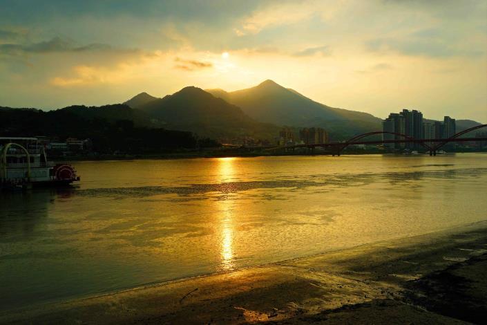 關渡碼頭的夕陽河景 美不勝收攝