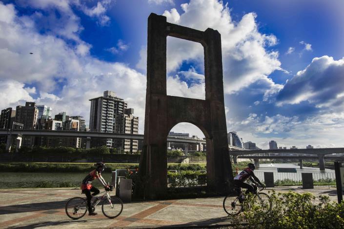 南湖右岸河濱公園是騎單車運動的好地方.JPG[另開新視窗]