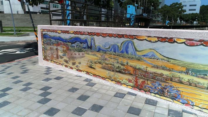 「四分溪勤力橋拓建工程」穎川福同老師巧手生動的畫作為街景帶來鮮明的美好感受
