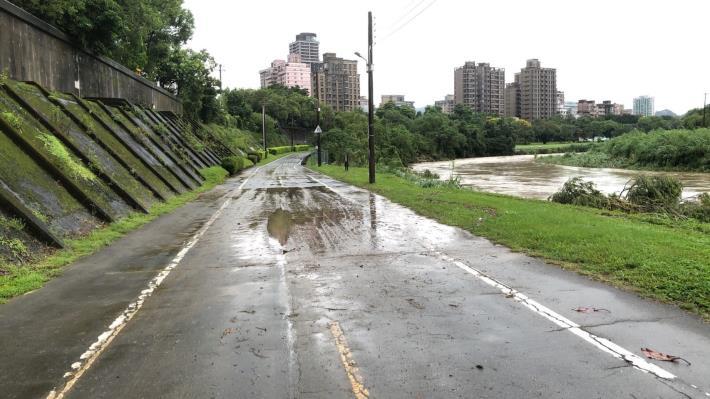 景美河濱公園 滿是淤泥